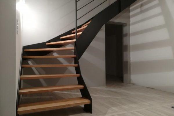 schody-policzkowe-konstrukcja-z-blachy